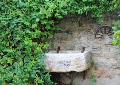 vrtna špina i kameni sudoper